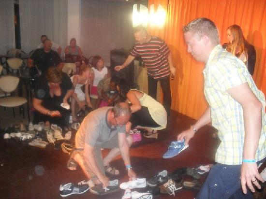 Sandos El Greco Beach Hotel: Adult fun with barry the entertainer