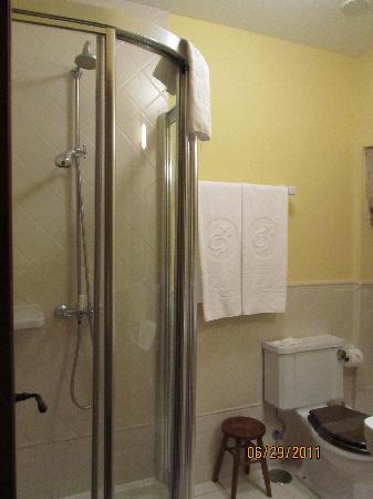 Hotel Airas Nunes: shower