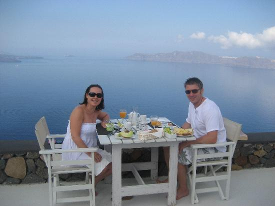 Aenaon Villas: An amazing breakfast, with an amazing view!
