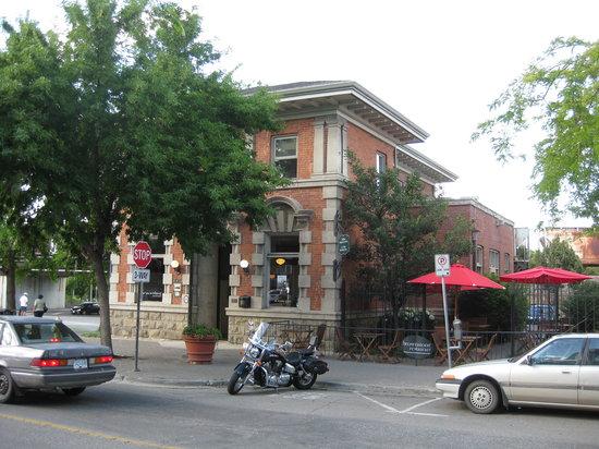 Brownstone Restaurant: Restaurant showing the patio