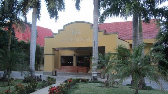 Viva Wyndham Azteca : Entrée de l'hotel