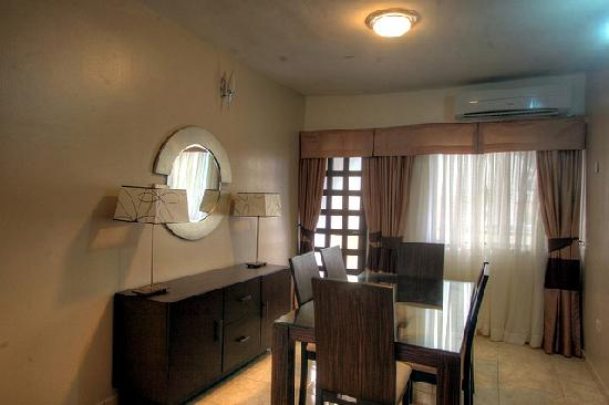 Amara Suites: Apartment Baobab - Elegant Dining Room