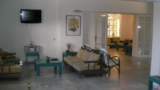 Mare-Olympus Apartments : Lounge bar thru to reception