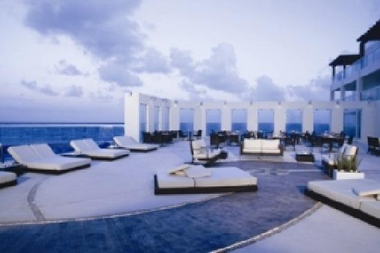 Sun Palace: Terrace