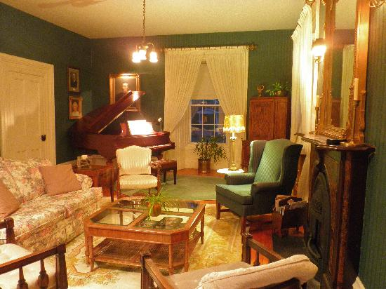 Spruceholme Inn: evening elegance with music in the formal salon