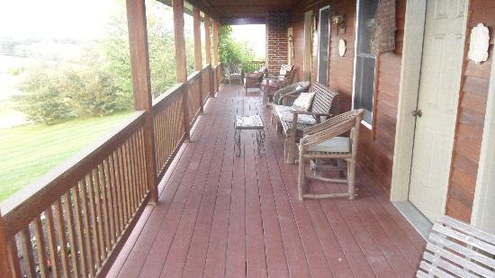 Miller Haus Bed and Breakfast: The deck overlooking serenity!!
