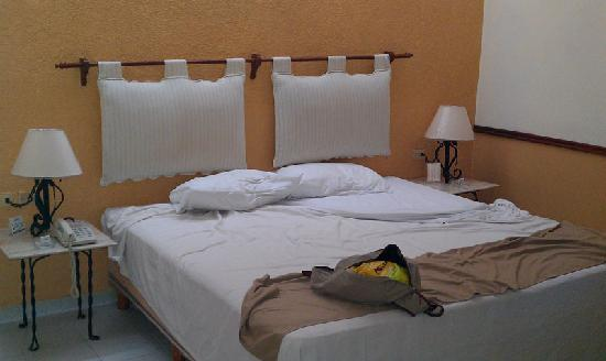 Hotel Maison del Embajador: Cama King-Size