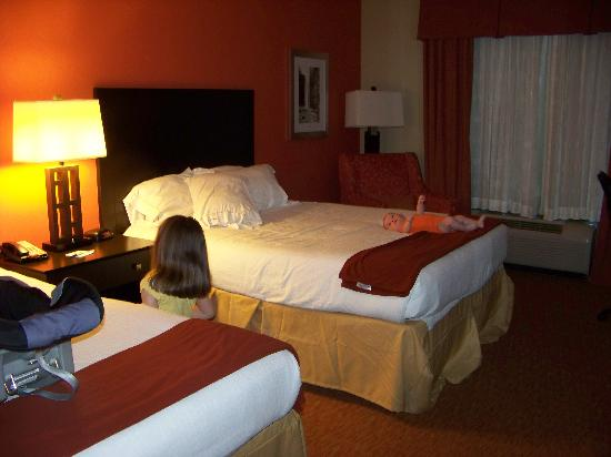 Holiday Inn Express & Suites Chattanooga Downtown: Standard room, 2 queen beds (kids not included)