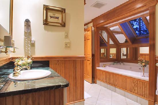 The Wentworth: Arden Bathroom
