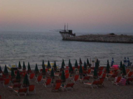 Villaggio Porticello Mare : la nostra spiaggia al tramonto