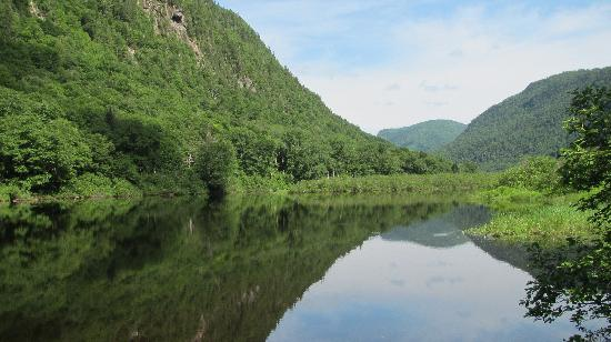 Parc national de la Jacques-Cartier: Jacques Cartier river in the morning