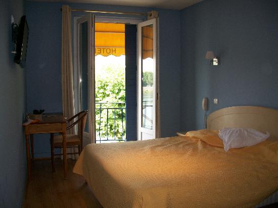 Hotel Les 2 Coteaux: Bed