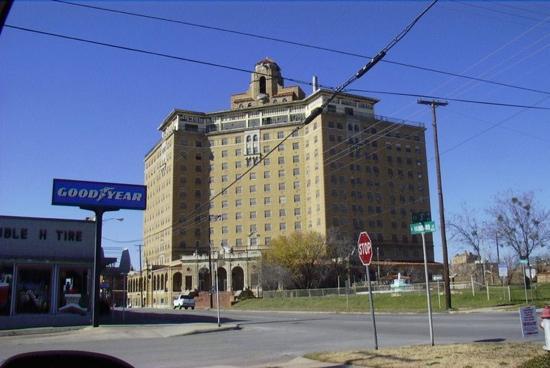 มีเนรัลเวลลส์, เท็กซัส: baker hotel