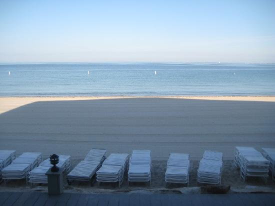 Sea Crest Beach Hotel: Beach view - first think in morning after they groomed the sand!