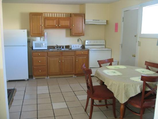 Deluxe Inn: Kitchen Suite