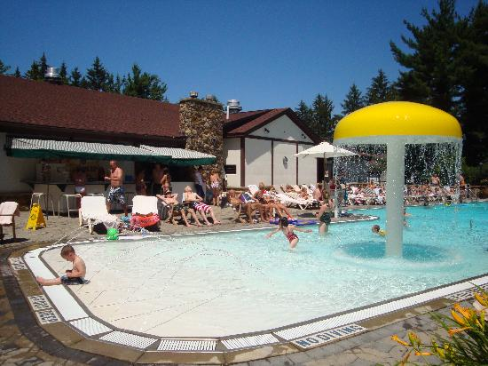 The Inn at the Peak: Outdoor Pool Kiddie Area