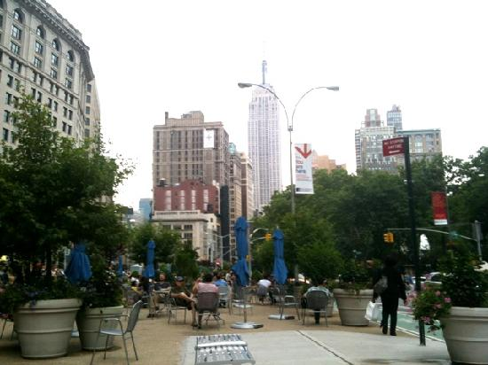 Grand Tour of New York: The weather is amazing! Having lunch w/ the most beautiful views in Union Square