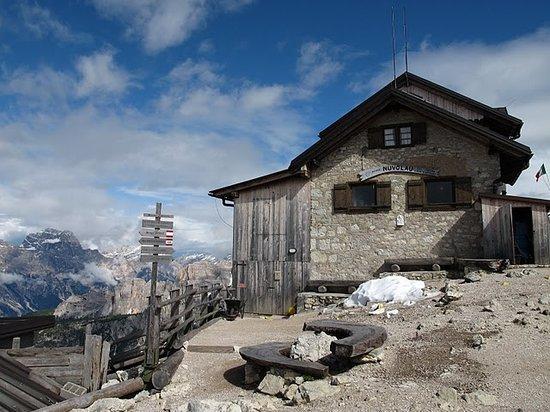 Rifugio Nuvolau: The hut