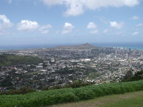 Puu Ualakaa State Park: Look down and out on Diamond Head