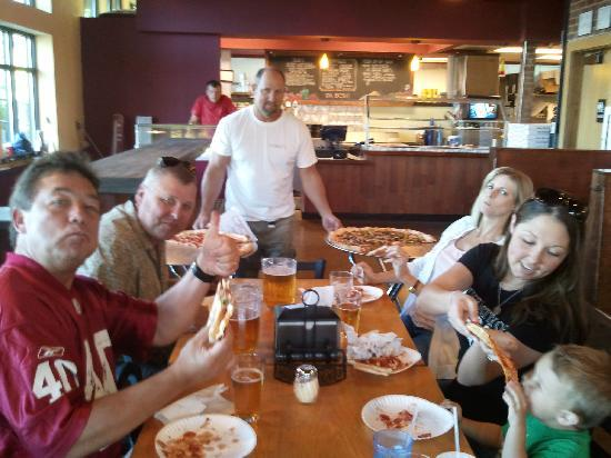 Pisano's Woodfired Pizza : Happy table!!
