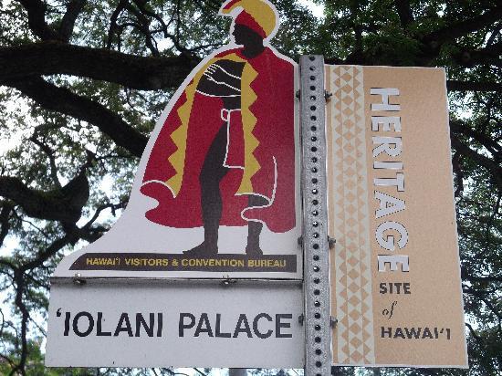 Iolani Palace: Decorative signage