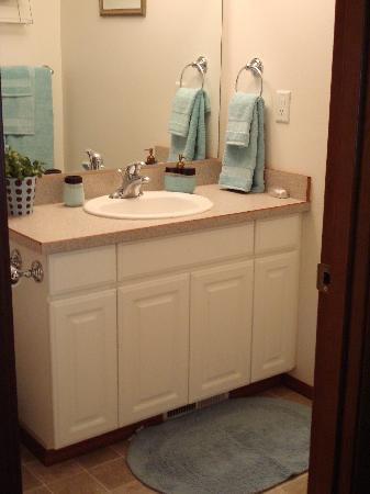 Hanson House Bed & Breakfast: Each room has a private bathroom!