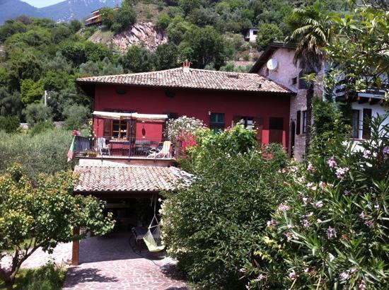 Casa del Tempo Ritrovato: A view from the entry path...