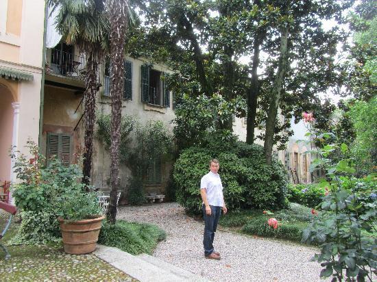 Villa Cavadini Relais: In the garden