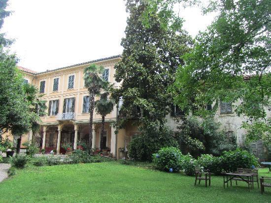Villa Cavadini Relais: Villa Cavadini from the garden