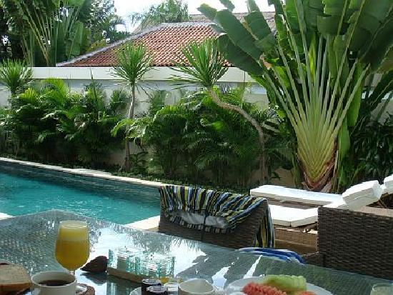 The Residence Seminyak: Breakfast is served