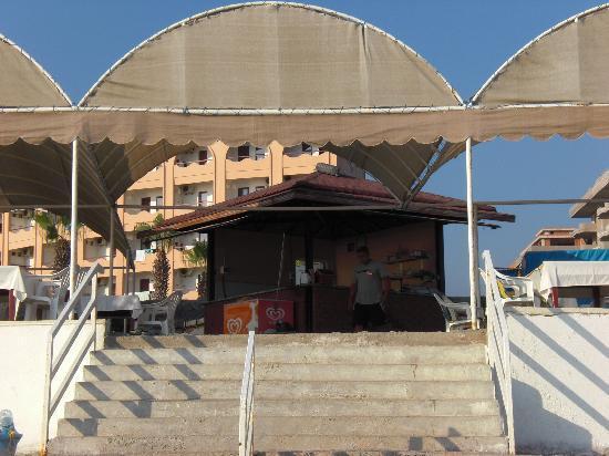 Doris Aytur: Aufgang zur Strandbar