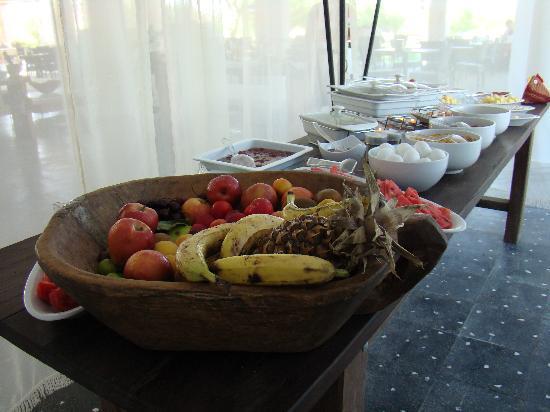 Aytas Hotel: Brilliant idea for a hygenic breakfast buffet