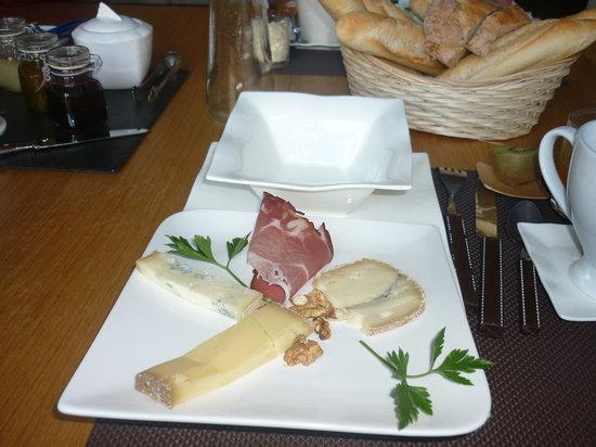 Saint-Claude, Frankrijk: petit déjeuner ... copieux