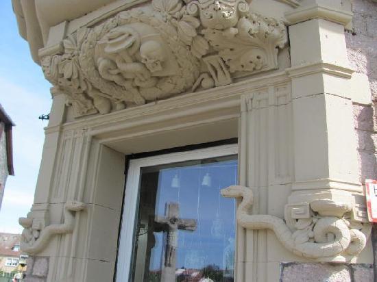 Alte Schwanenapotheke: pharmacist symbol
