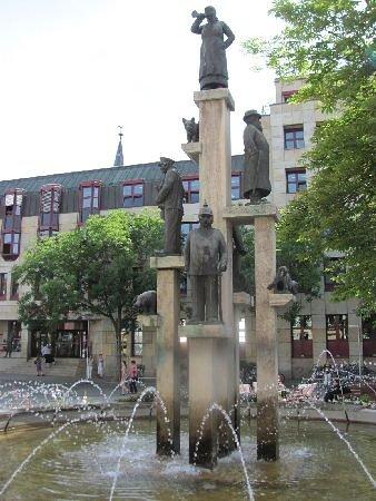 Kornmarkt mit Kornmarktbrunnen: total