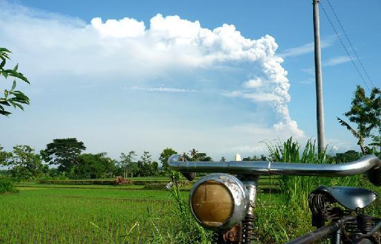 Merapi Volcano: Beautiful 2010 Mt. Merapi eruption as seen from a village near Prambanan Temple