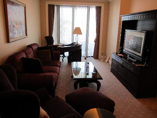 Hotel La Suite Kobe Harborland: 家具がドッシリしています。