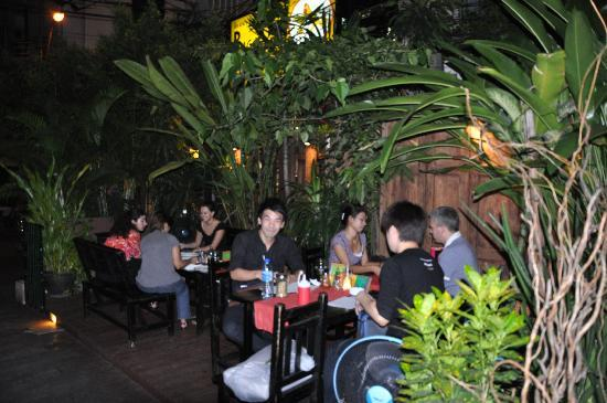 Big Mama Tapas Bar & Bistro (Spanish Food) : Atmosphere outside the store.