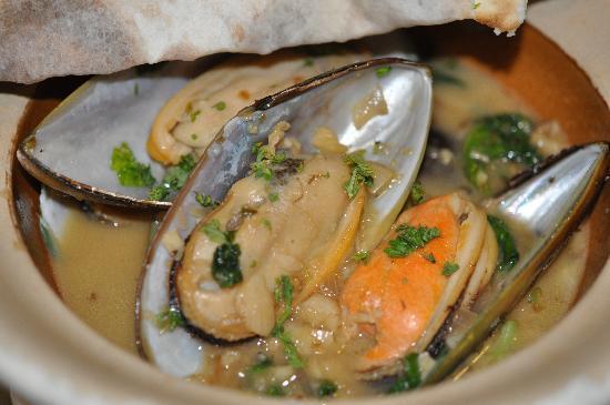 Big Mama Tapas Bar & Bistro (Spanish Food) : Baked mussels wine