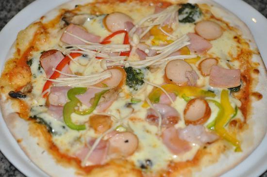 Big Mama Tapas Bar & Bistro (Spanish Food) : bigmama pizza