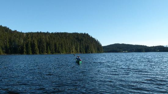 Auke Lake Bed & Breakfast: Canoeing on Auke Lake