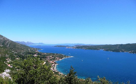 Aminess Grand Azur Hotel : A view on the see between Orebic and Korcula
