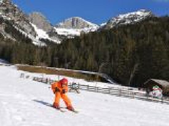 Feistererhof: hauseigener Skilift vor dem Hotel