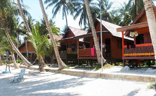 Seaview Sunrise Resort : Front of the resort with restaurant in view