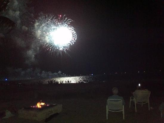 Ebb Tide Oceanfront Resort: Front Row Seats at the Ebb Tide July 4th 2011