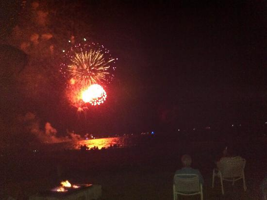 Ebb Tide Oceanfront Resort: Spectacular views of the fireworks July 4th 2011