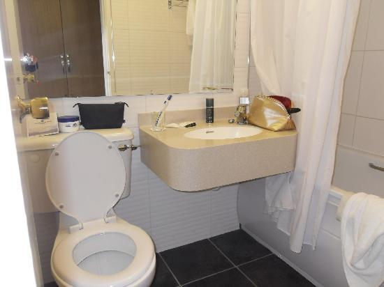 Gleneagle Hotel: toilet/bath/shower  gels included