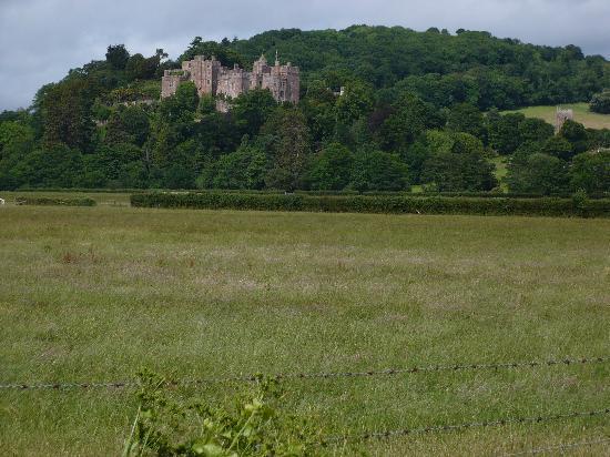 Townsend Farmhouse B & B: Dunster's splendid castle - a stone throw away!