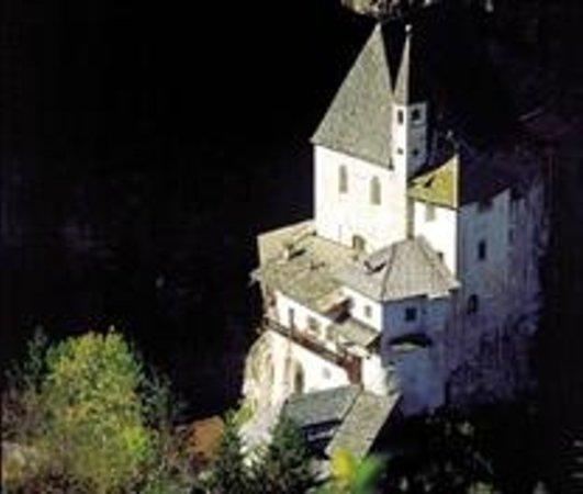 Coredo, Italy: Il santuario visto dall'alto
