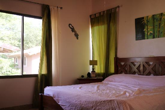 Hotel La Terrazza B&B: room with king sized bed